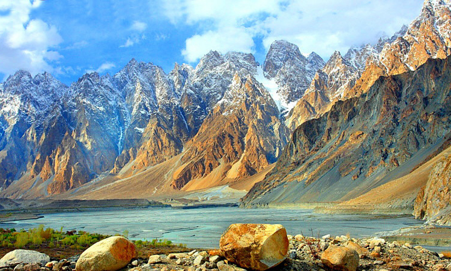 Passu Peak (7478 m) - Rock Valley Tours Pvt Ltd